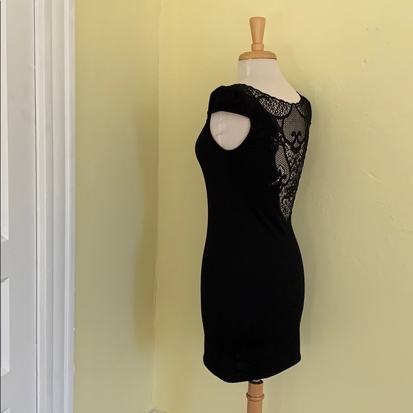 Only Dresses & Skirts - Black minidress with lace/crocheted back